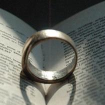 幸運を呼ぶ指輪のはめ方
