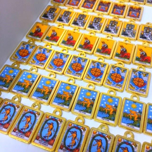 【説話社フォーチュンルーム116ちえの樹】オープン3周年記念オリジナル「Tarotチャーム」を【5名様】に!